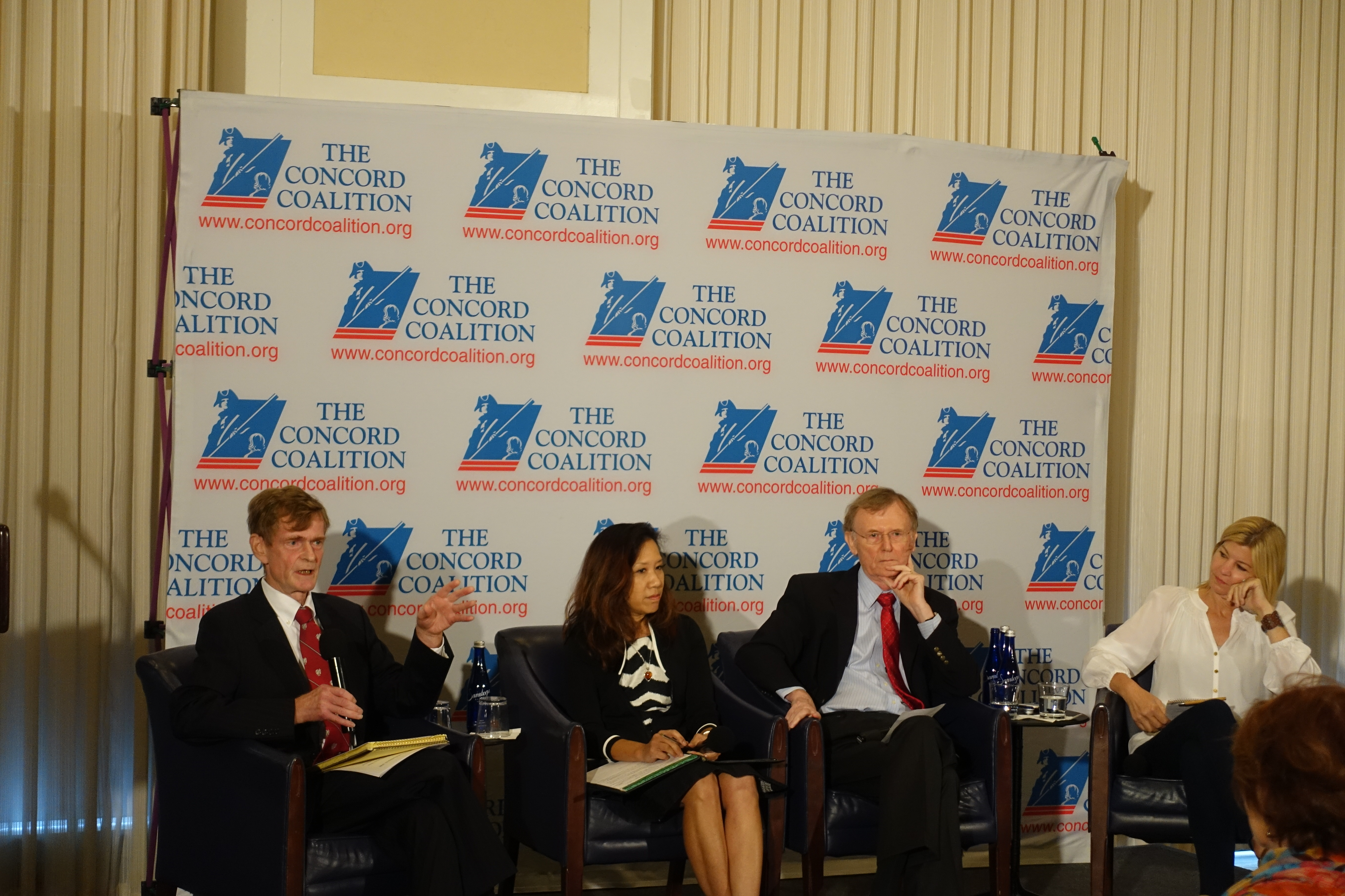 panel discusses fiscal policy